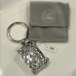 💯 Authentic CHANEL Silver Handbag Keyring w coin